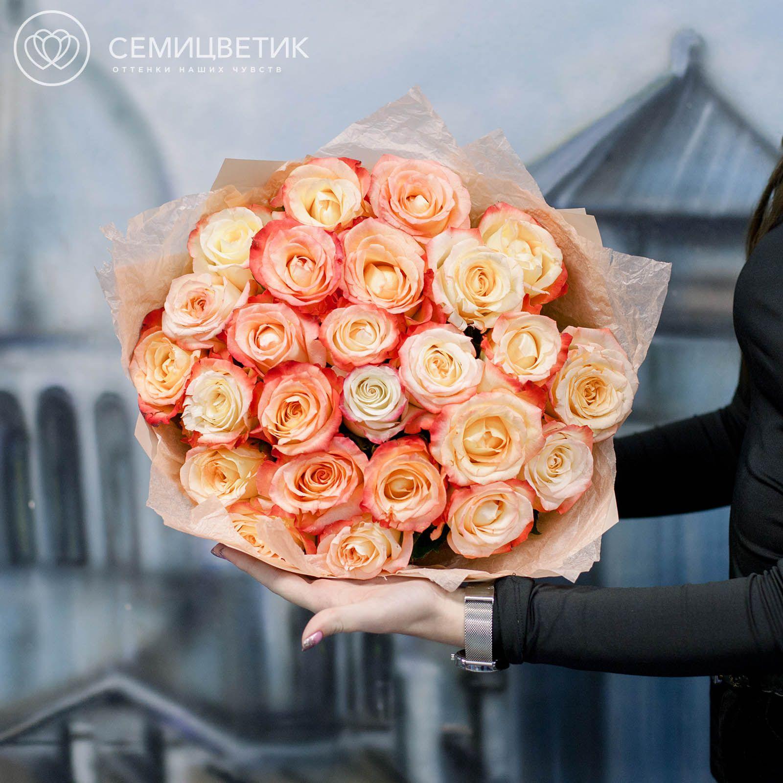 25 кремовых с красной каймой роз Cabaret 50 см фото