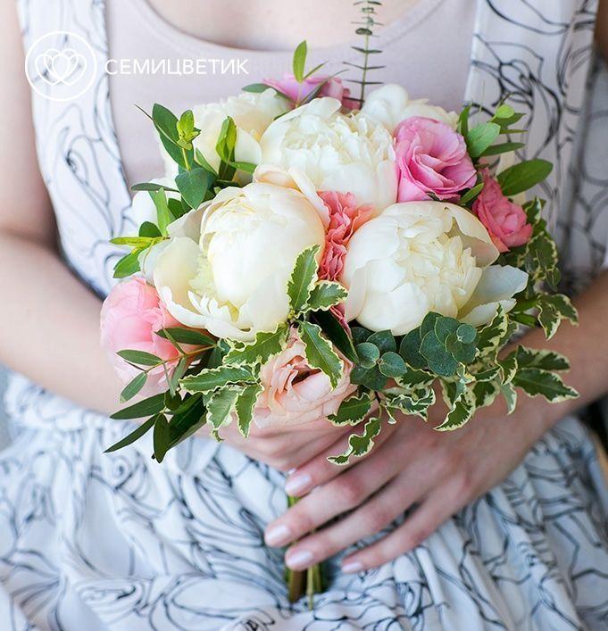 Свадебный букет из пионов, лизиантуса и эвкалипта фото