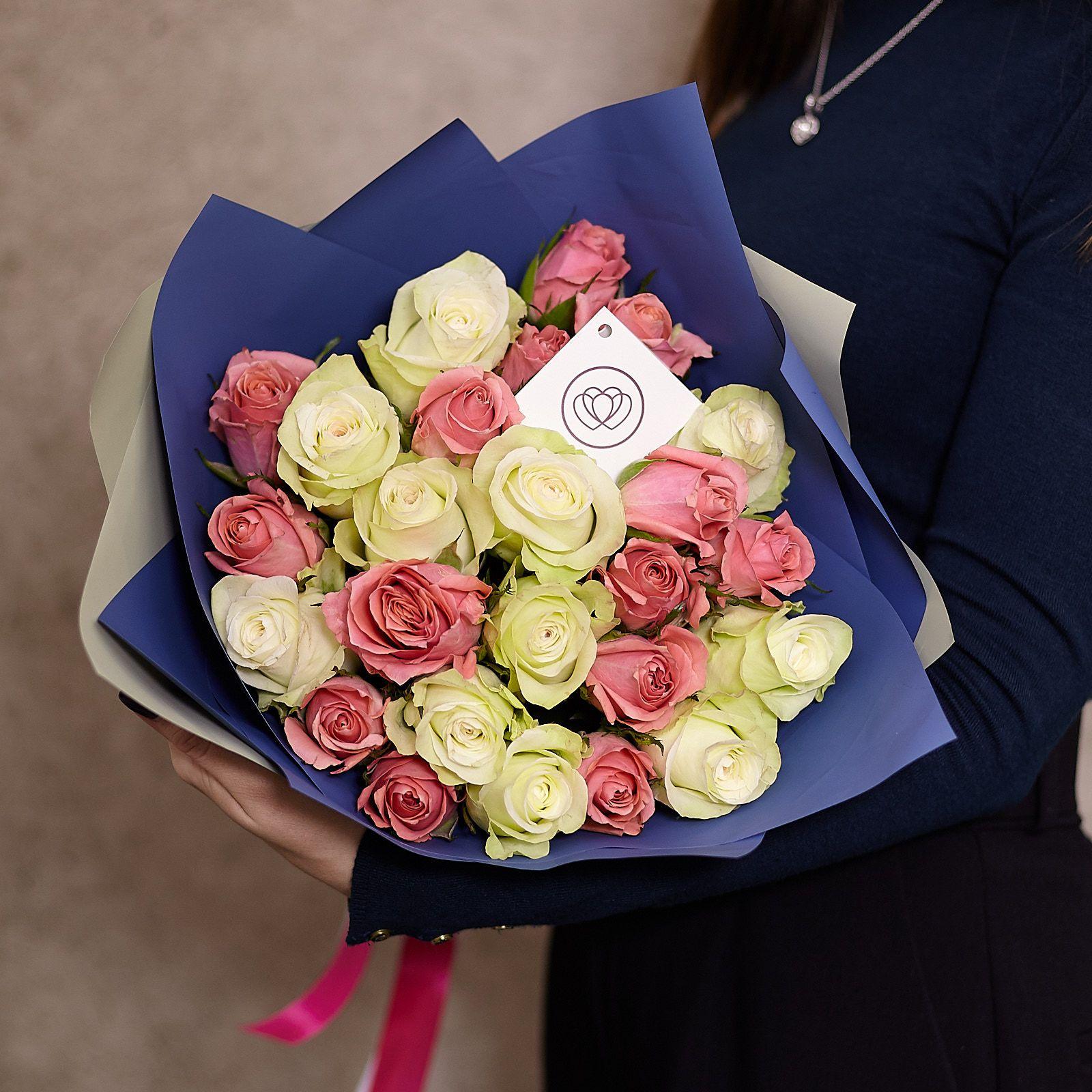 25 белых и розовых роз 40 см Premium фото