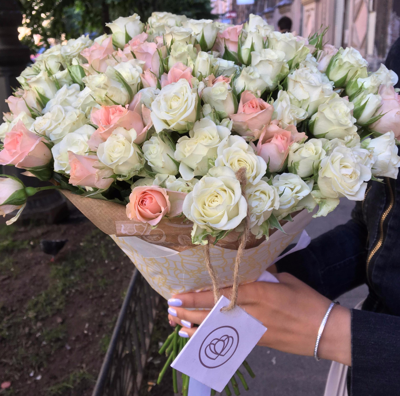 51 кустовая бело-кремовая роза 40 см фото