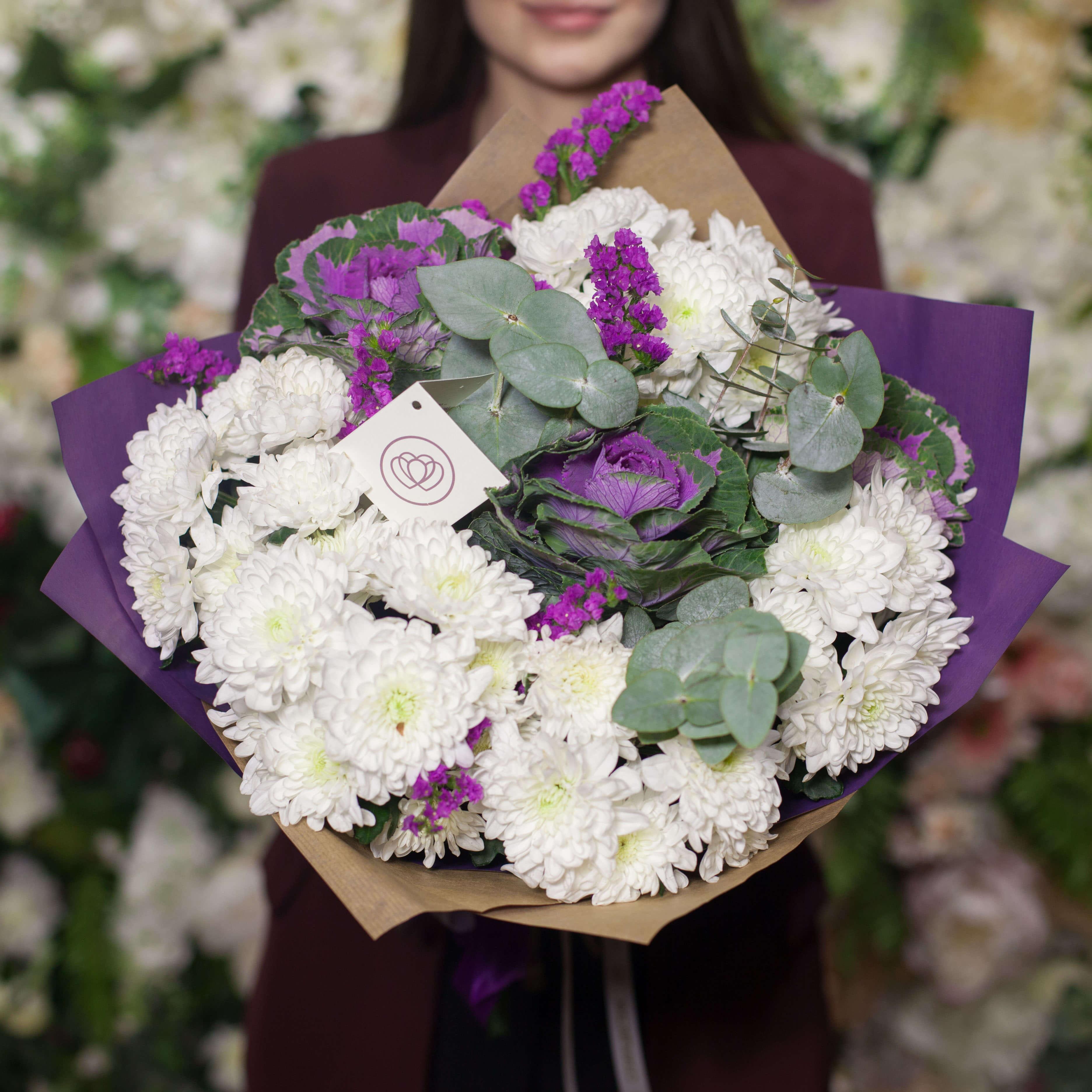 5 кустовых хризантем с брассикой фото