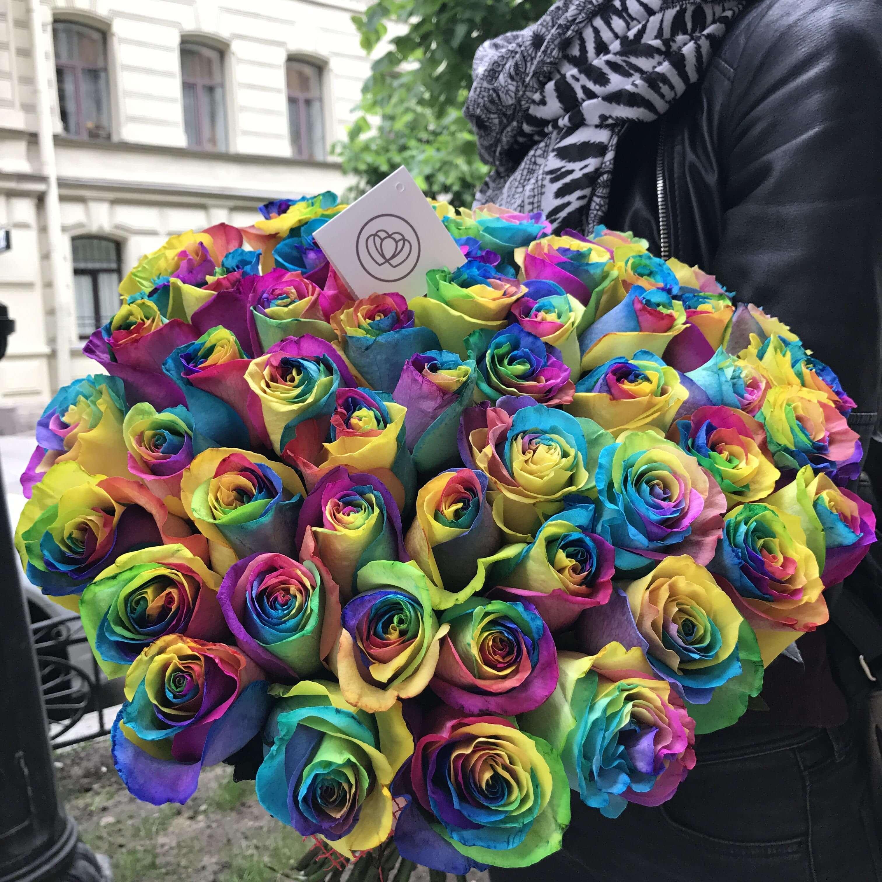 51 радужная роза 60 см в упаковке фото