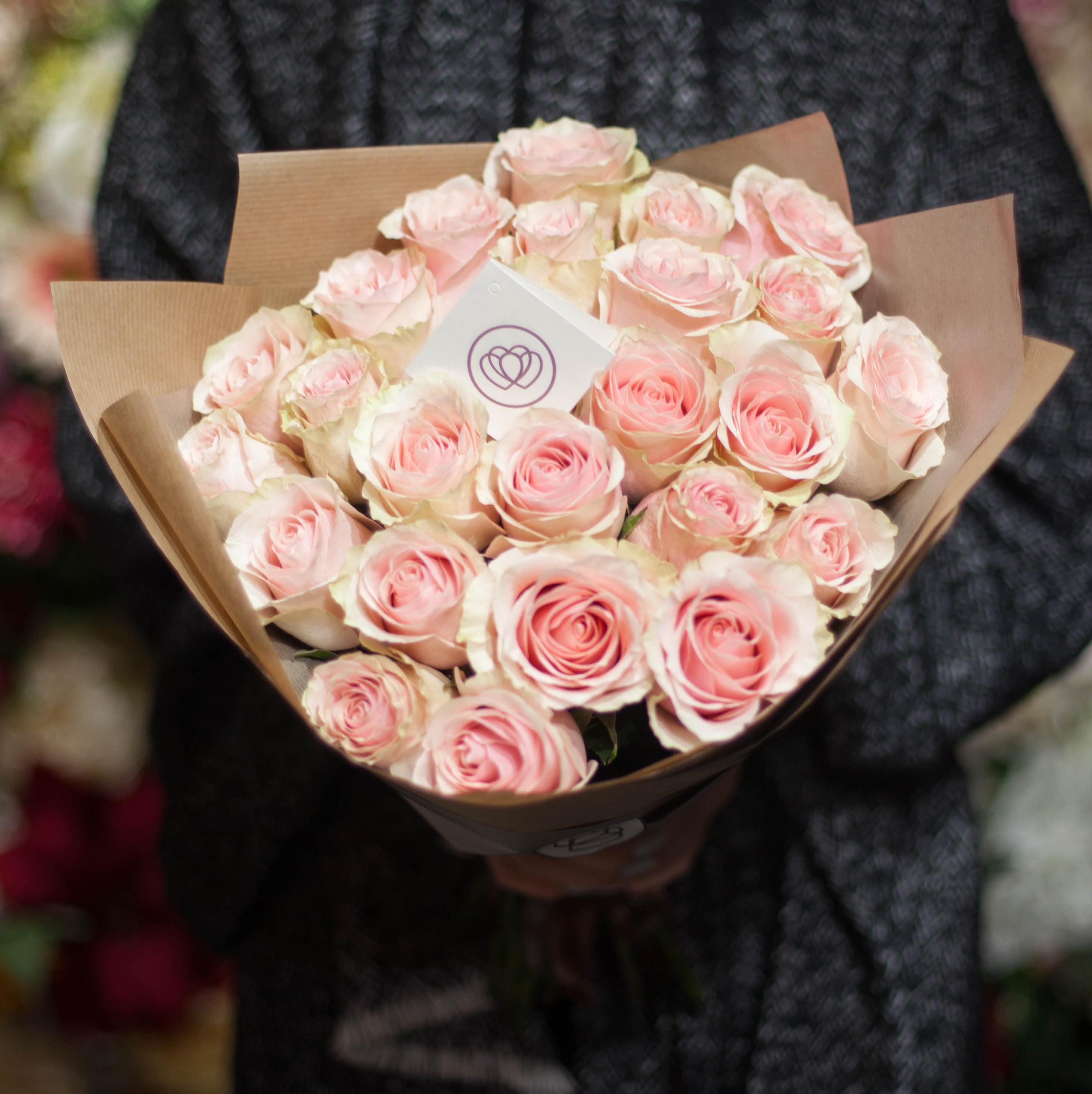 25 нежно-розовых роз Pink Mondial 50 см фото