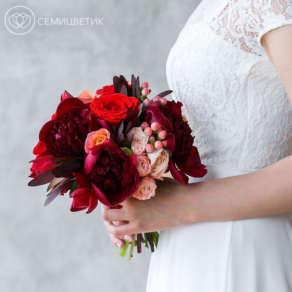 Свадебный букет из пионов, леукадендрона и роз фото