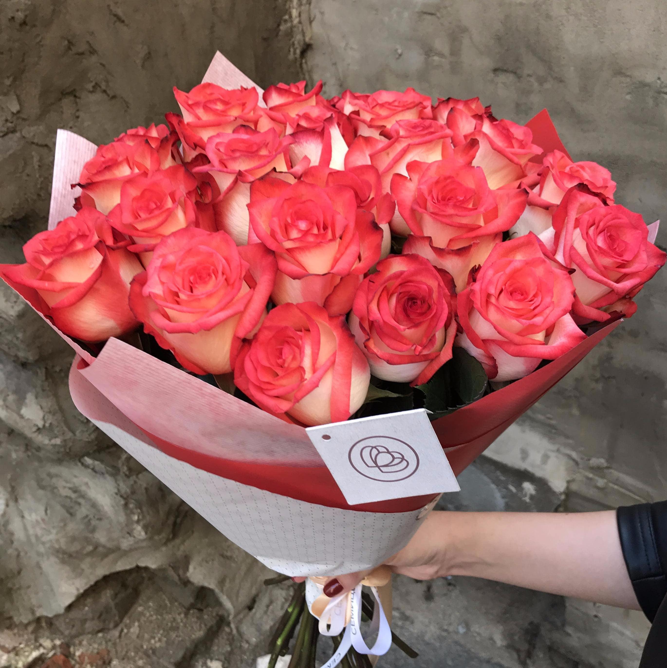 25 роз BLUSH 60 см фото