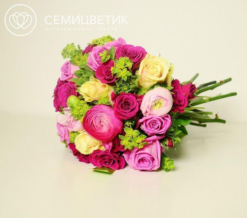 Свадебный букет из кустовых роз, ранункулюсов и буплерума фото