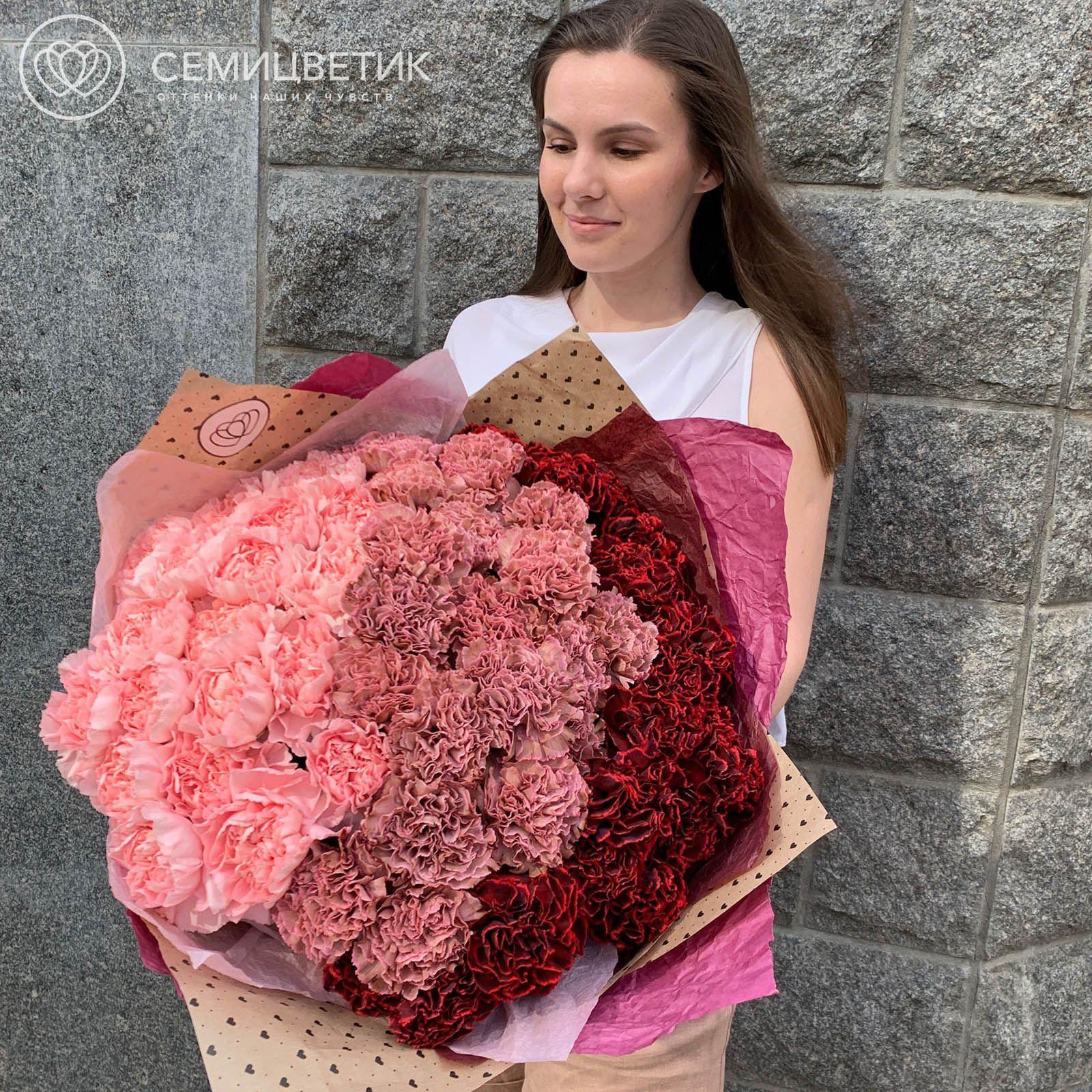 Розово-бордовый букет-градиент из 51 диантуса фото