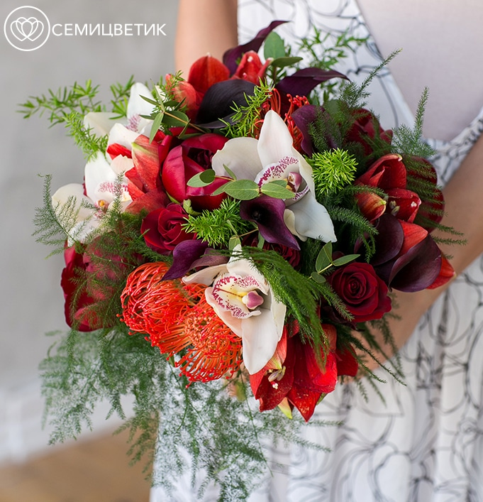 Свадебный букет из пионов, протеи и роз фото
