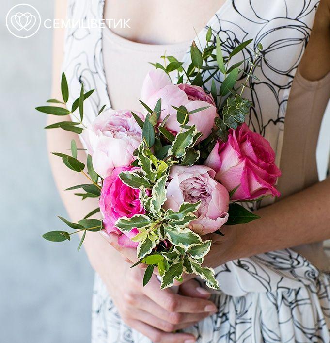 Свадебный букет из пионов, роз и эвкалипта фото