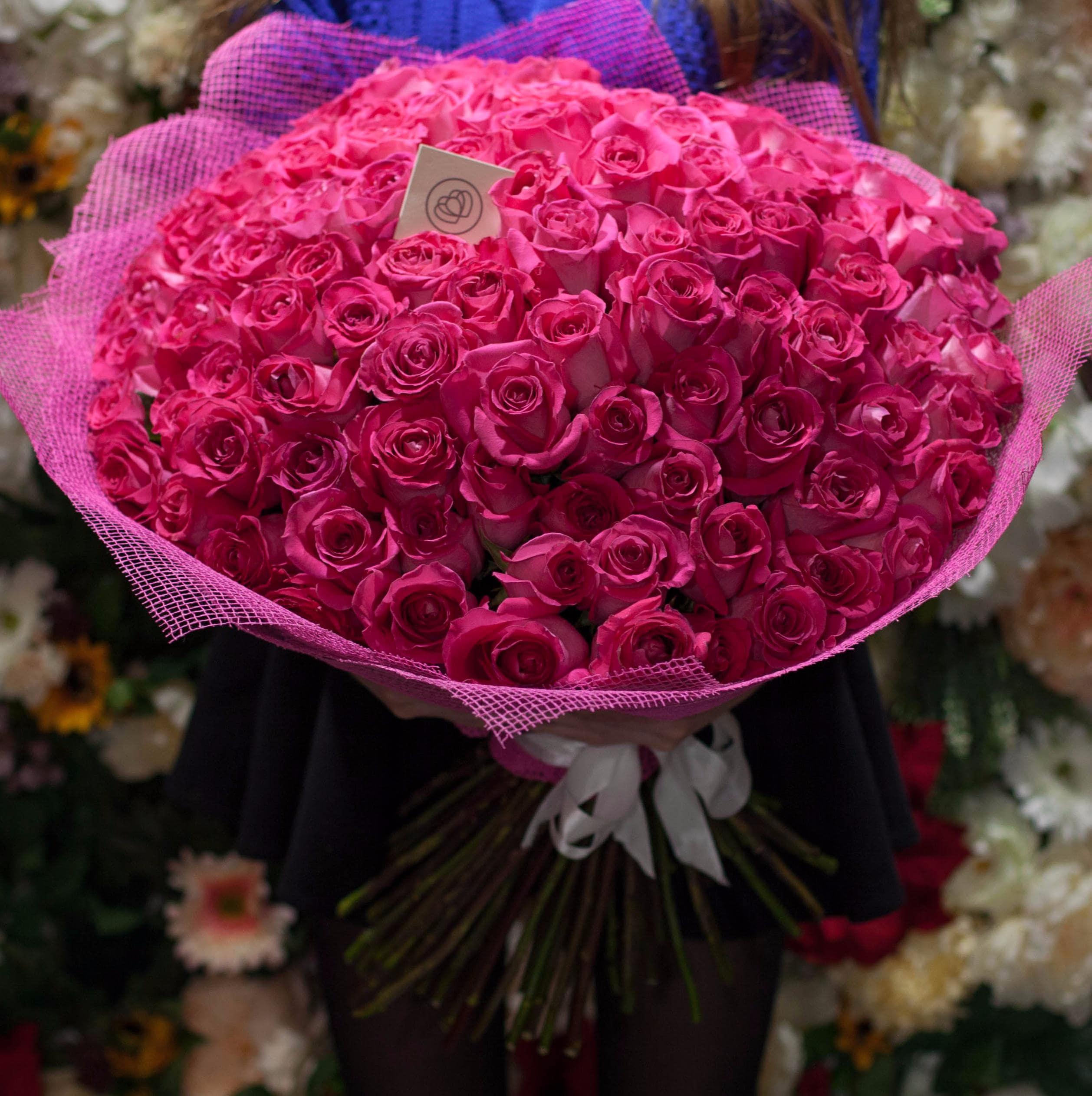 101 розовая роза Topaz 60 см фото
