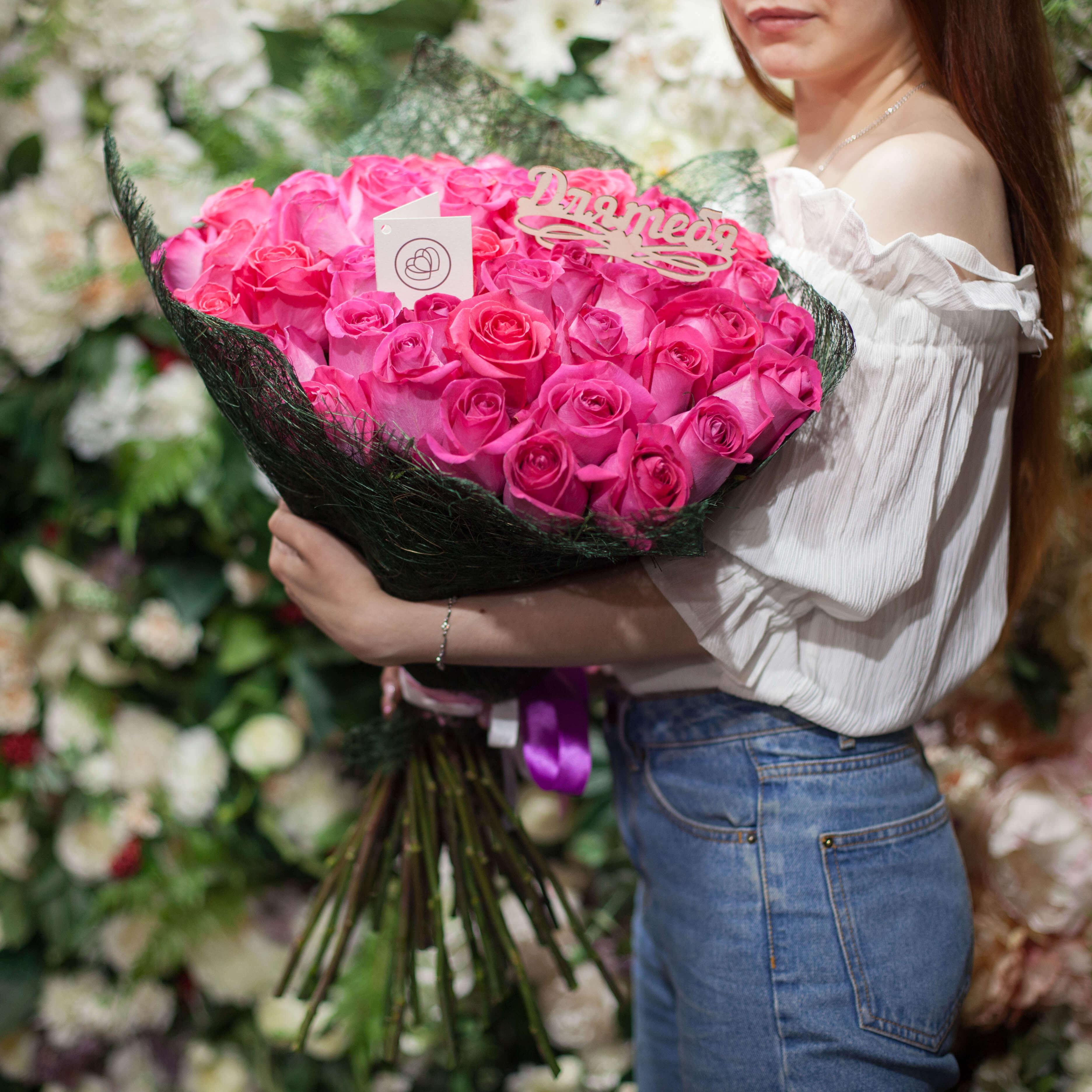 51 розовая роза Topaz 60 см фото