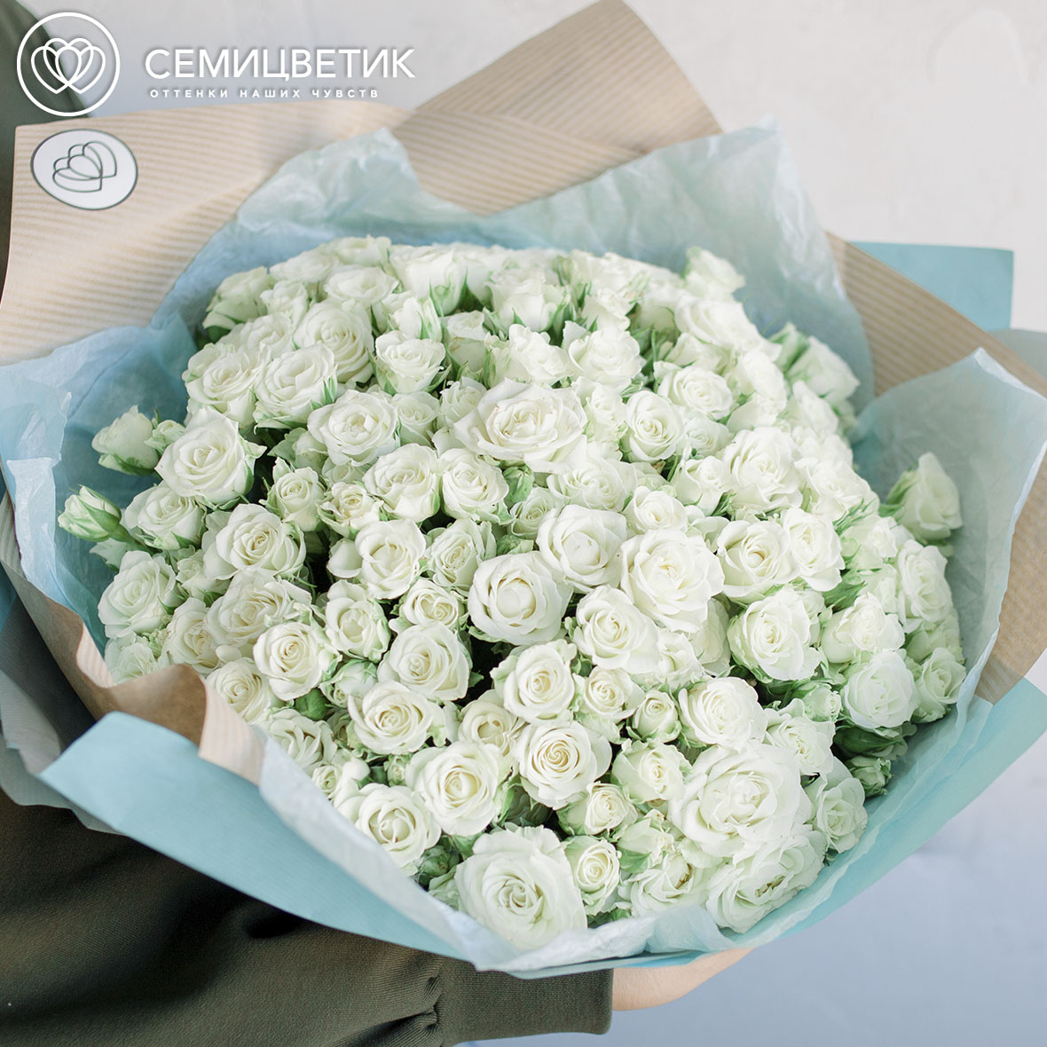 51 белая кустовая роза Snowflake 40 см фото