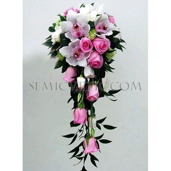 Свадебный букет из роз, орхидеи цимбидиум и итальянского рускуса фото