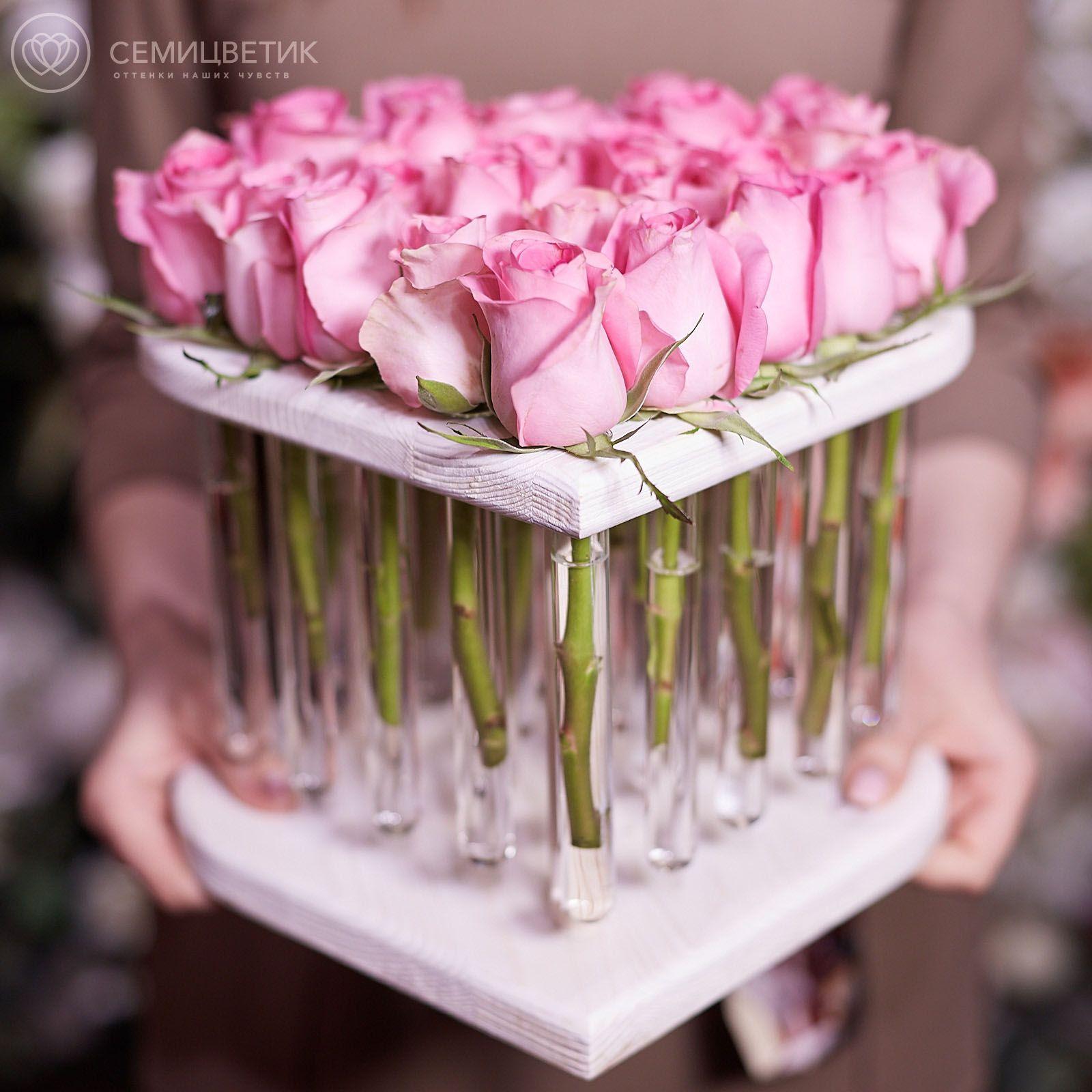 Композиция Сердце из 25 розовых роз в пробирках фото
