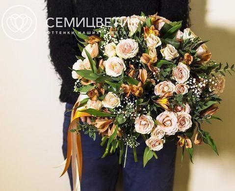 Букет из кустовой розы, альстромерии и эвкалипта фото