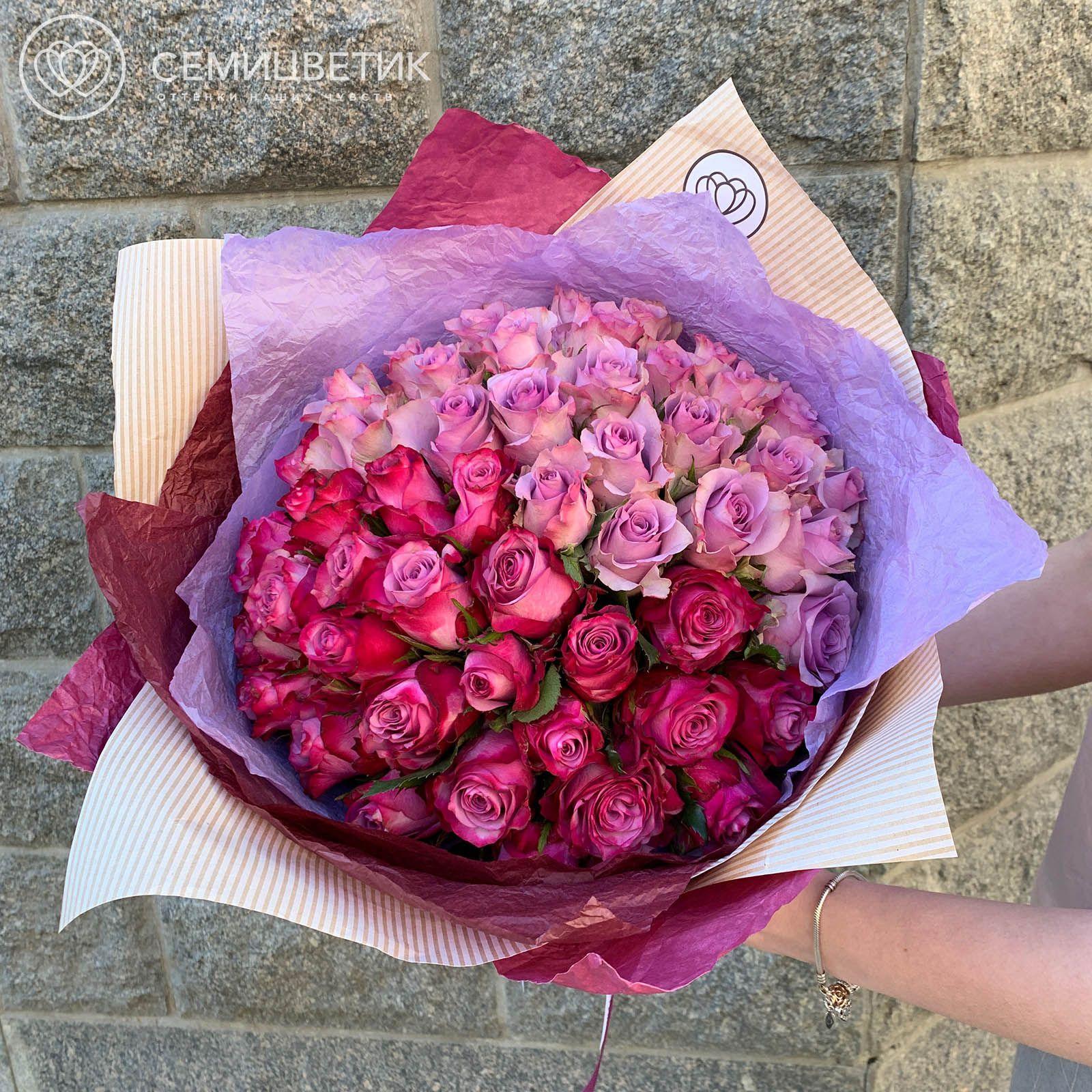 Букет-градиент сиренево-фиолетовый из 51 розы 40 см Premium фото