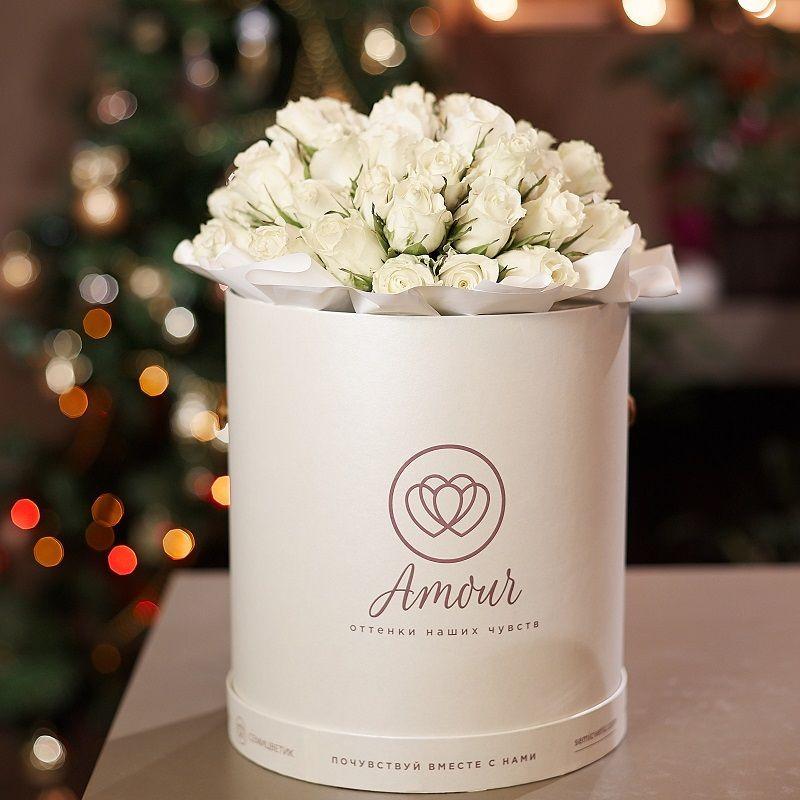 Букет в белой шляпной коробке Amour из 45 белых роз Premium фото