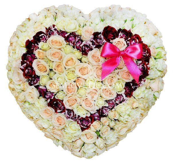 Композиция сердце из 75 кустовых роз фото