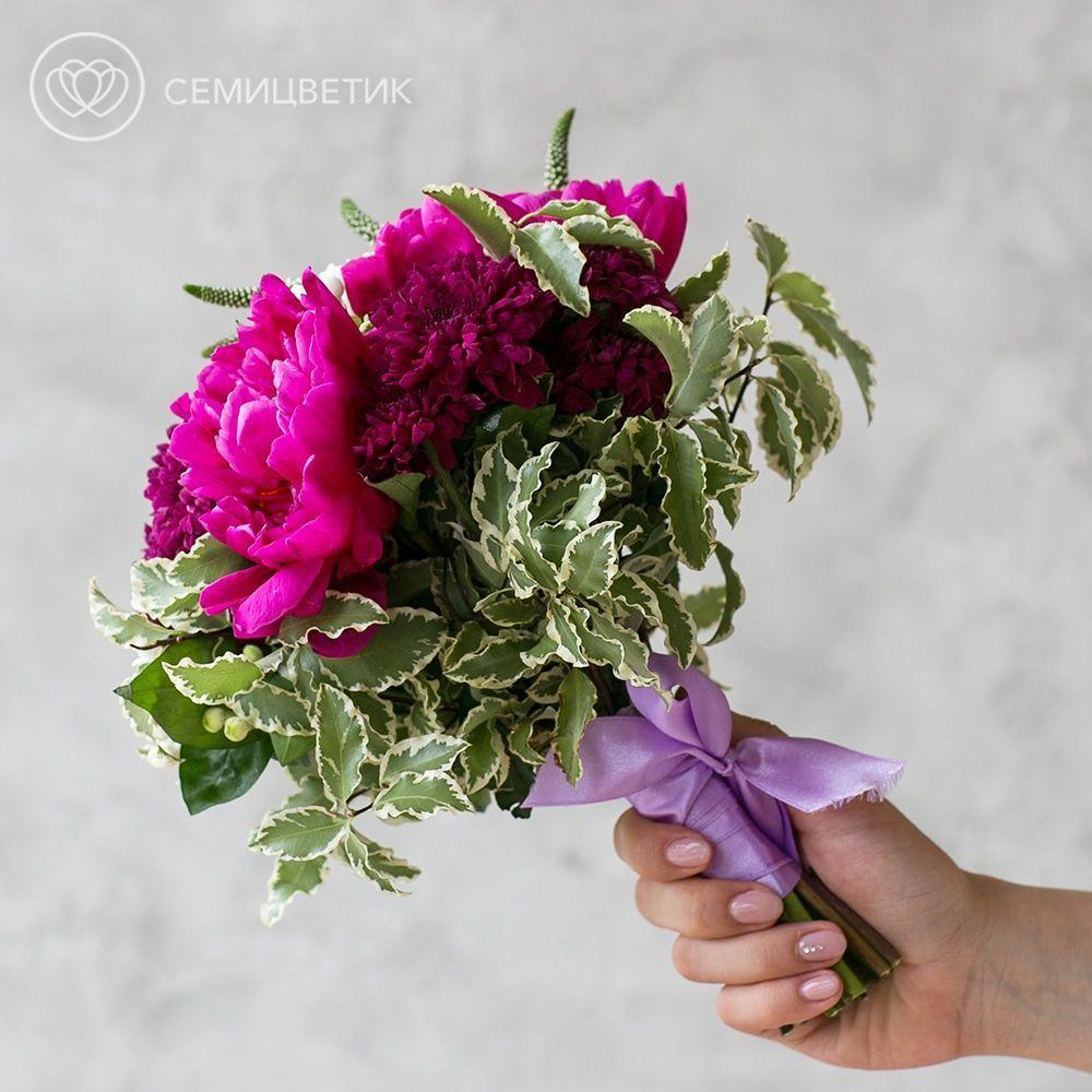 Свадебный букет из пионов, кустовой хризантемы и вероники фото