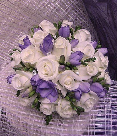 Свадебный букет из роз и фрезии фото