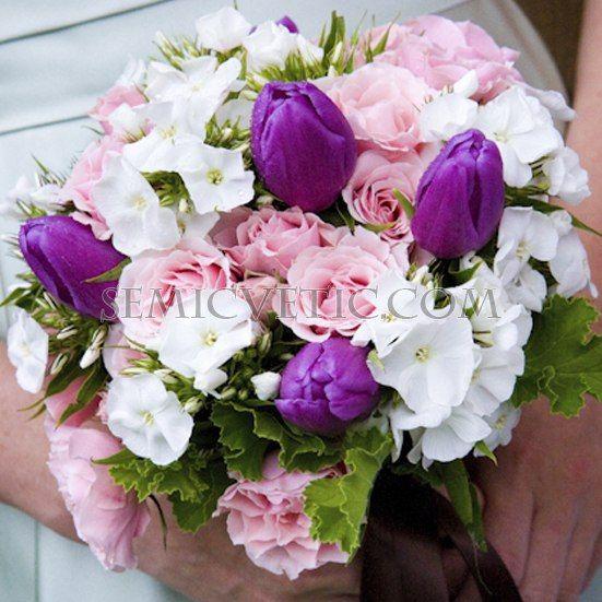 Свадебный букет из тюльпанов, флоксов и кустовой розы фото
