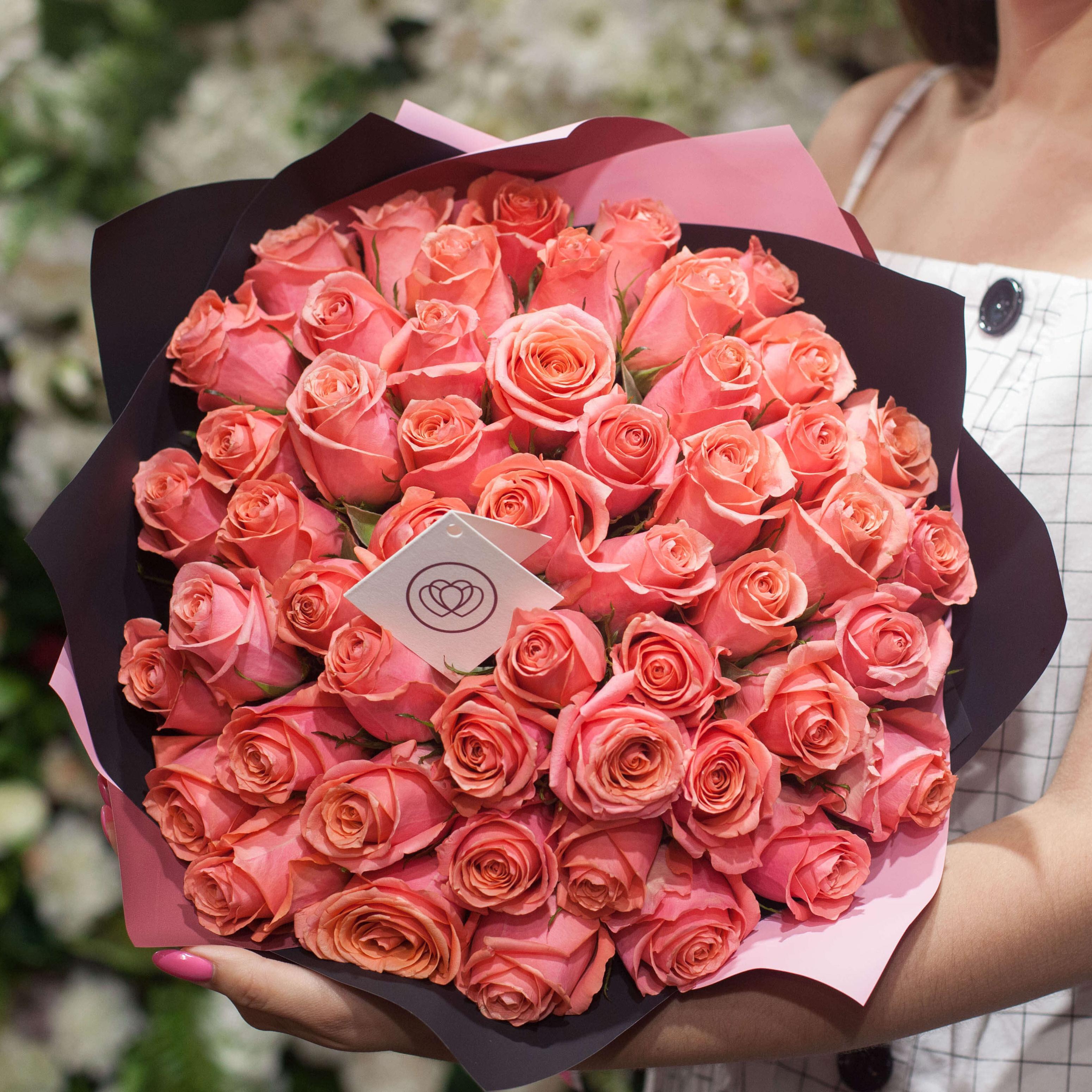 51 коралловая роза 40 см Premium фото