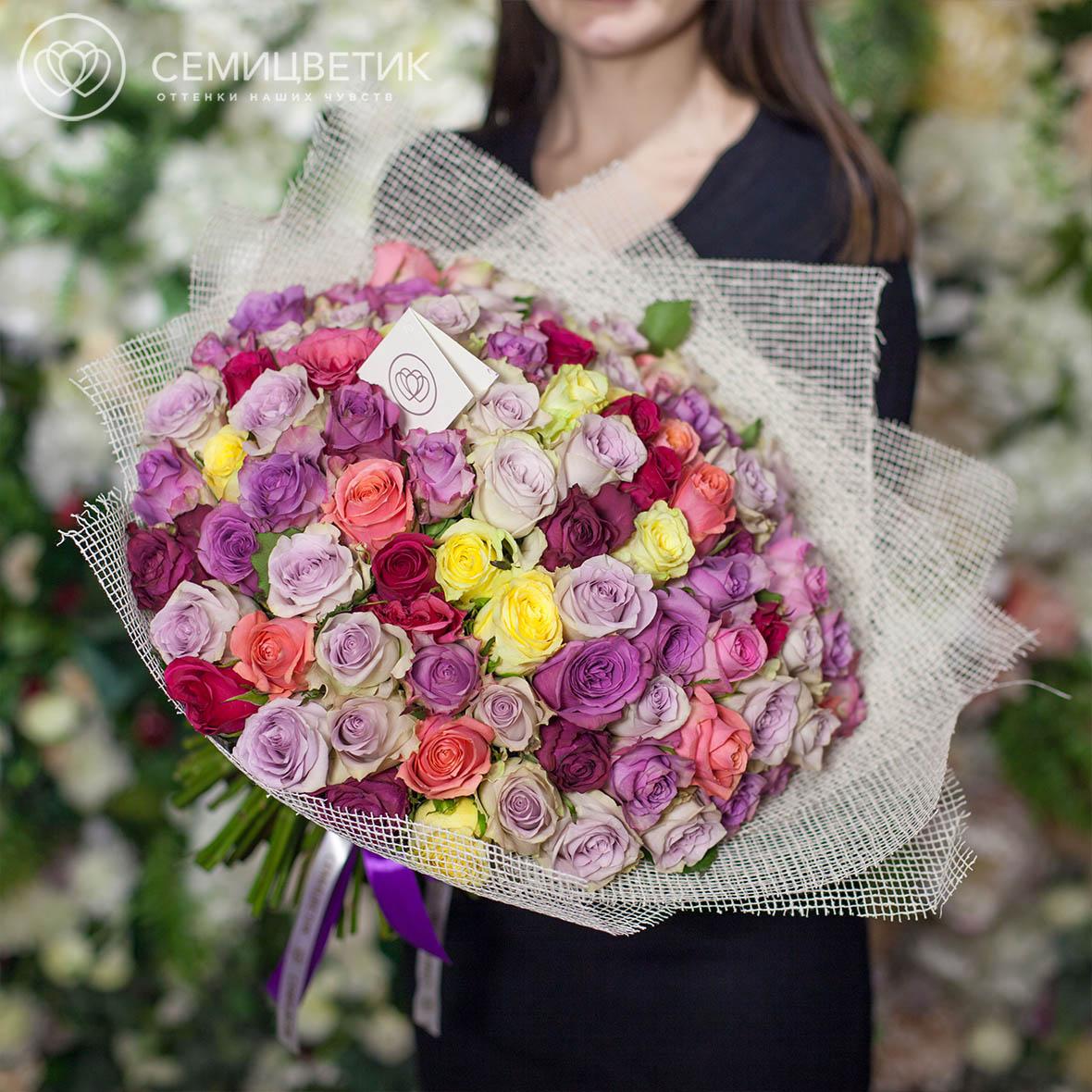 Букет из 101 розы микс 40 см Premium в дизайнерской пленке фото