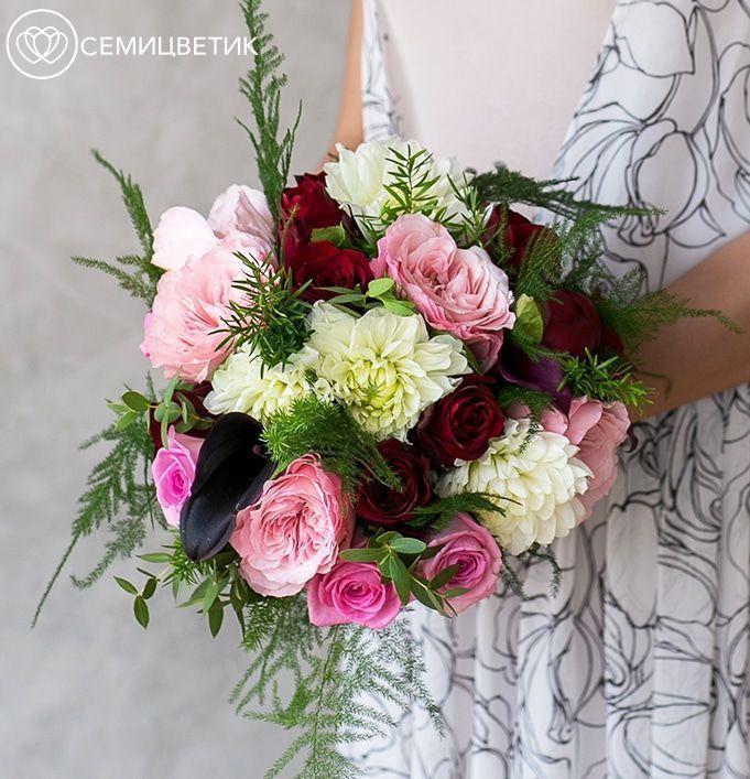 Свадебный букет из пионовидных роз, аспарагуса и георгинов фото