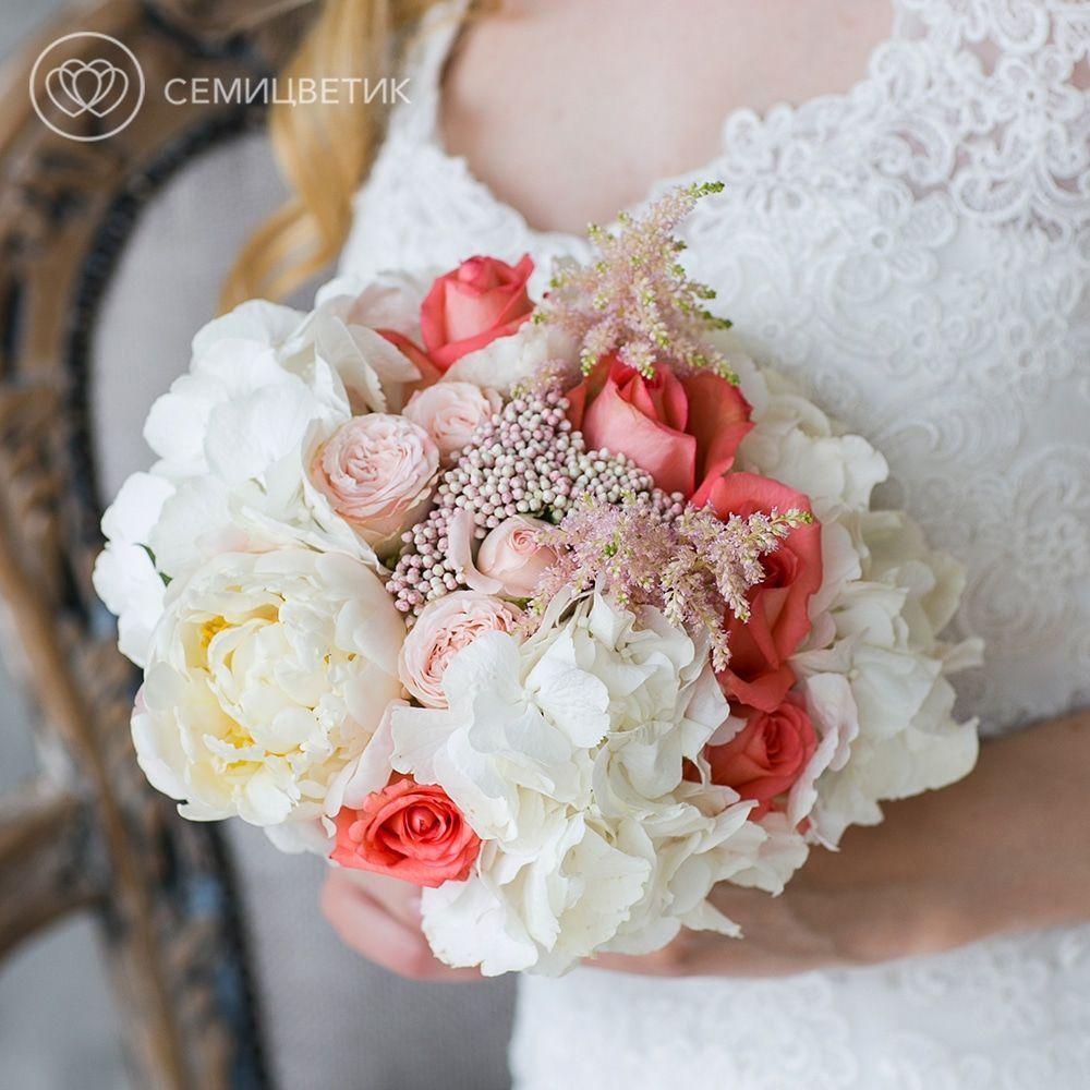 Свадебный букет из гортензии, астильбы и роз фото