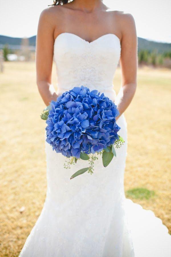 Свадебный букет из гортензии и эвкалипта фото