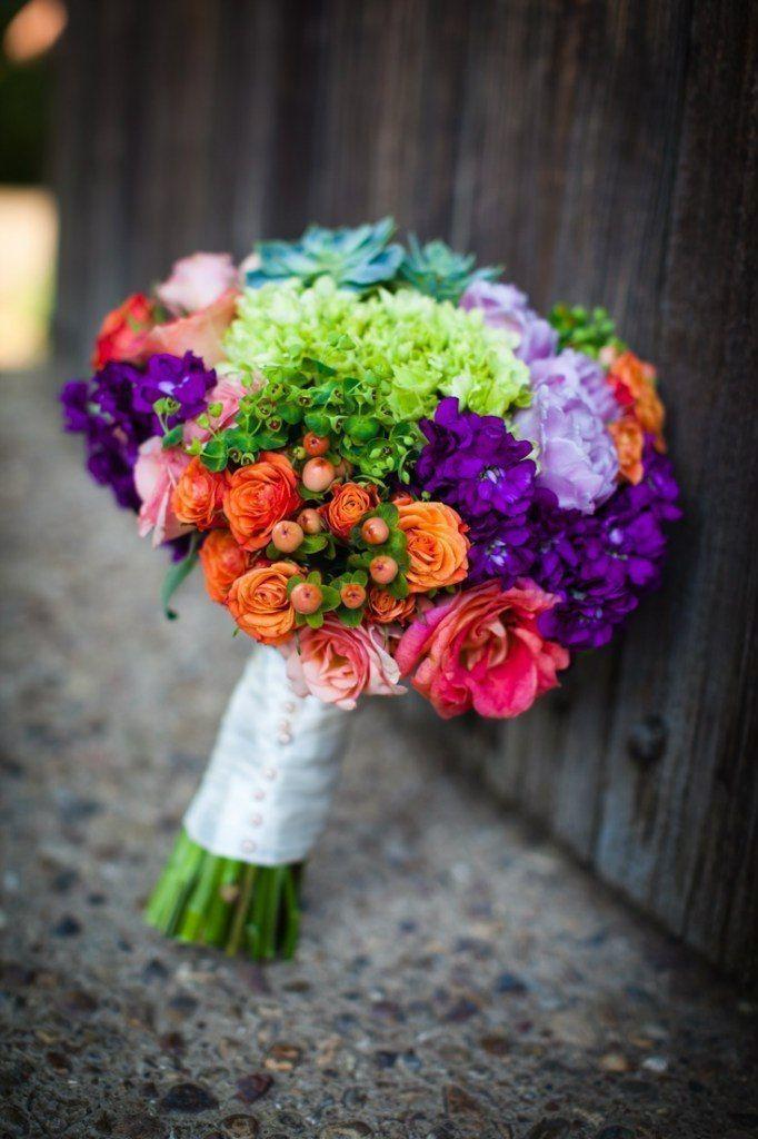 Свадебный букет из левкоя, гвоздики и кустовой розы фото