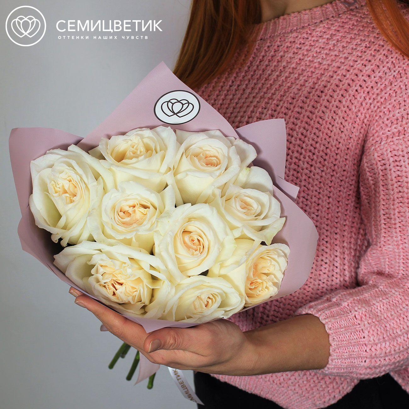 9 белых ароматных пионовидных роз White O'Hara 40 см в дизайнерской пленке фото