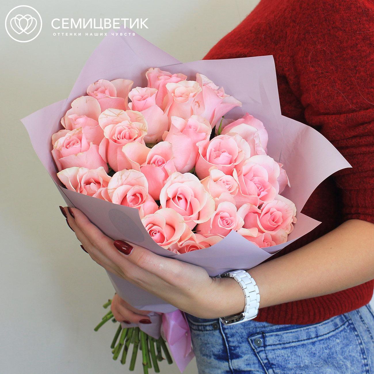 Букет из 25 розовых роз 40 см Premium в дизайнерской пленке фото