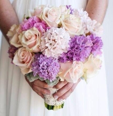 Свадебный букет из роз, гиацинтов и гортензии фото