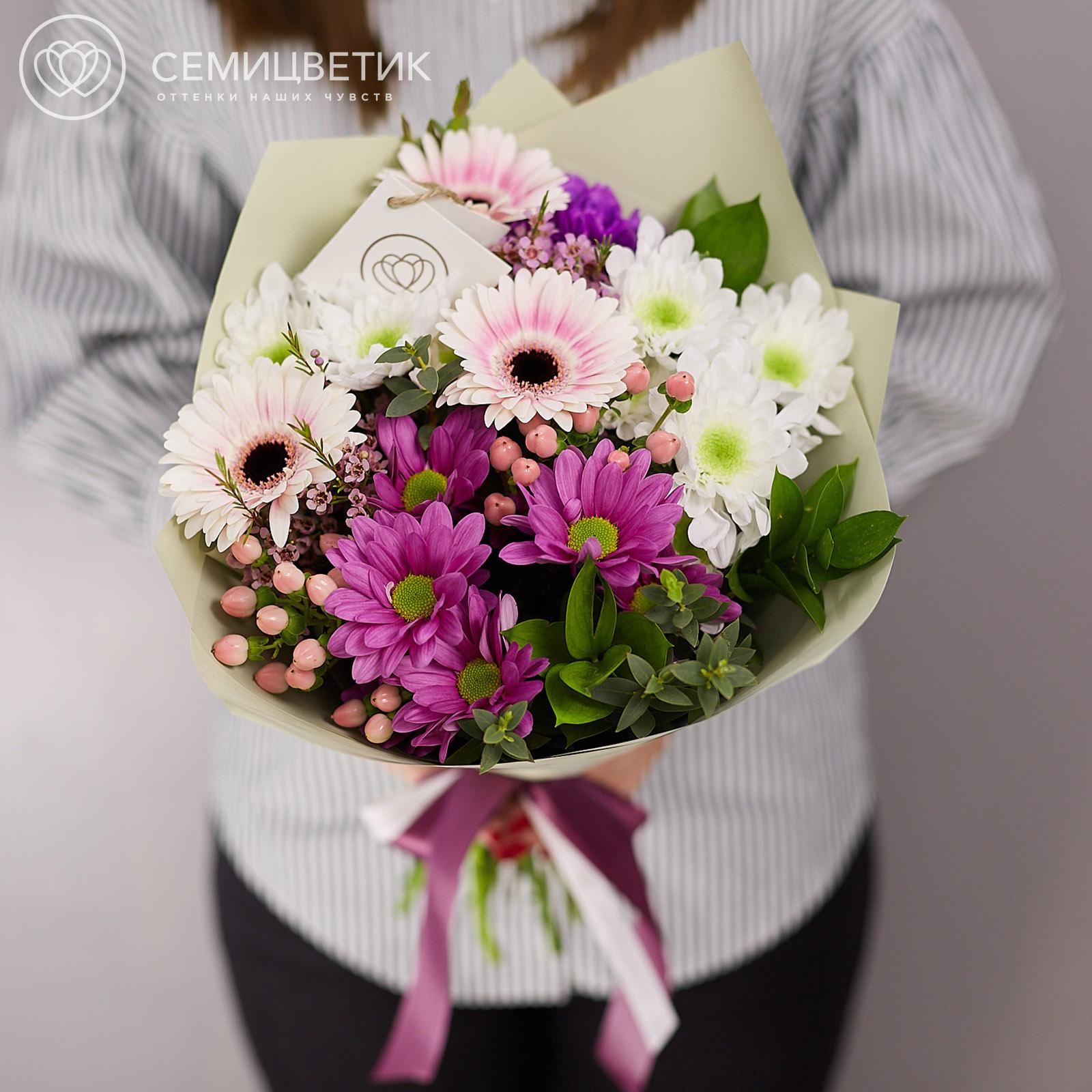 Букет из гербер и кустовых хризантем фото