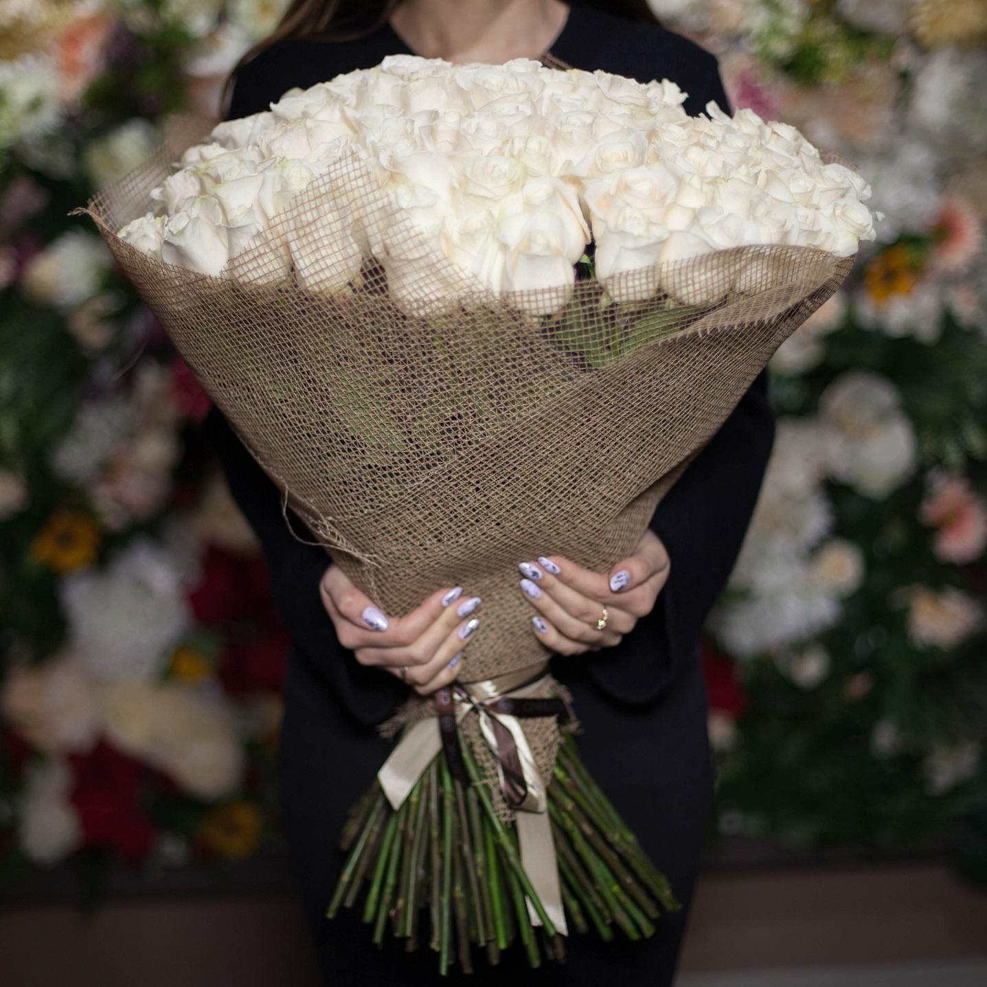 101 белая роза Vendela 70 см фото