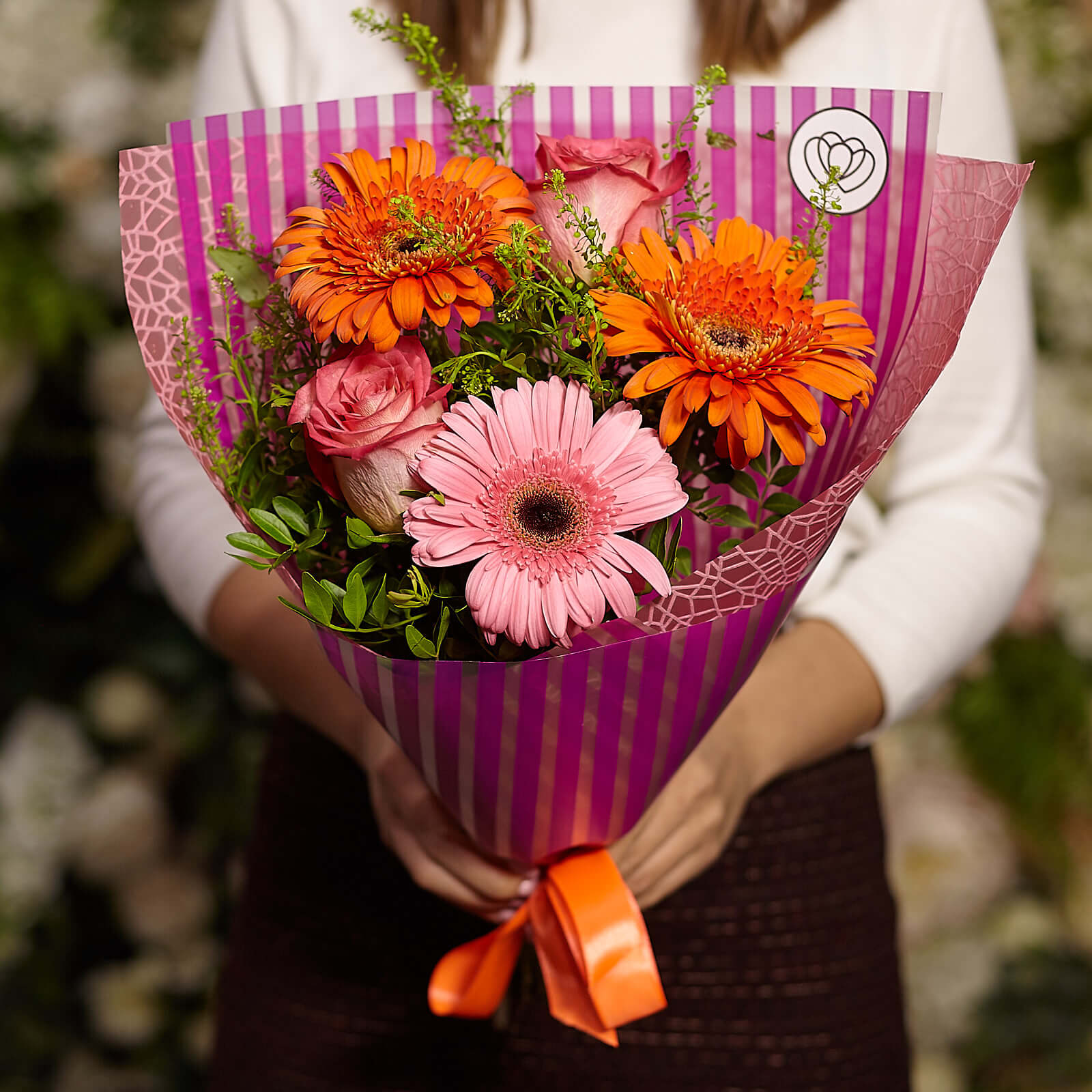 Букет из гербер и кенийских роз фото