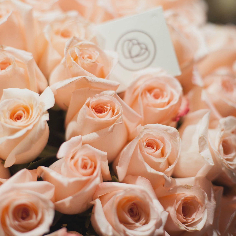 Розовые розы Engagement 50 см фото
