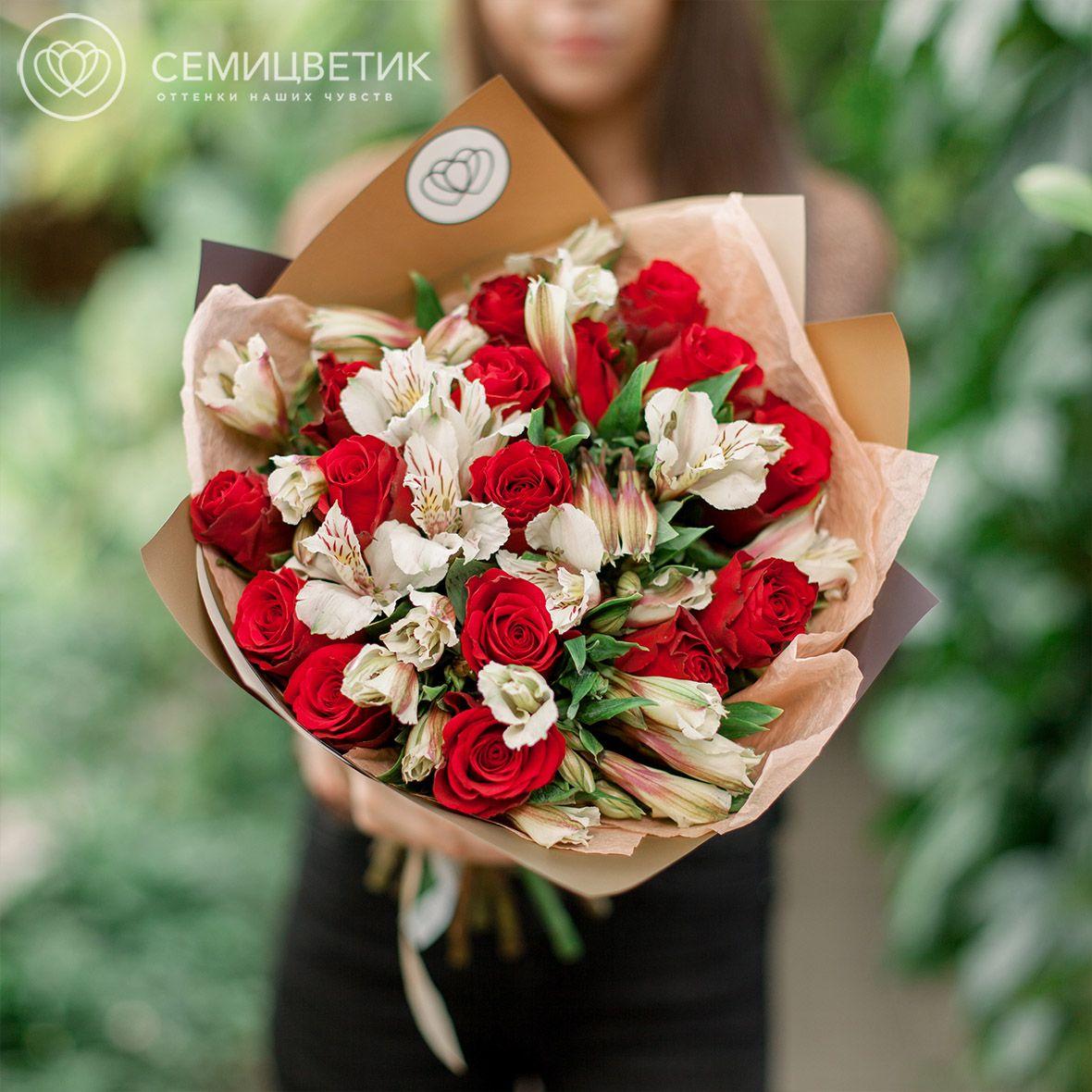 15 роз 7 альстромерий красно-белый букет фото