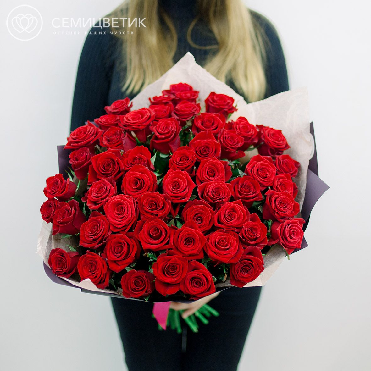 51 красная роза 50 см Престиж в дизайнерской упаковке фото