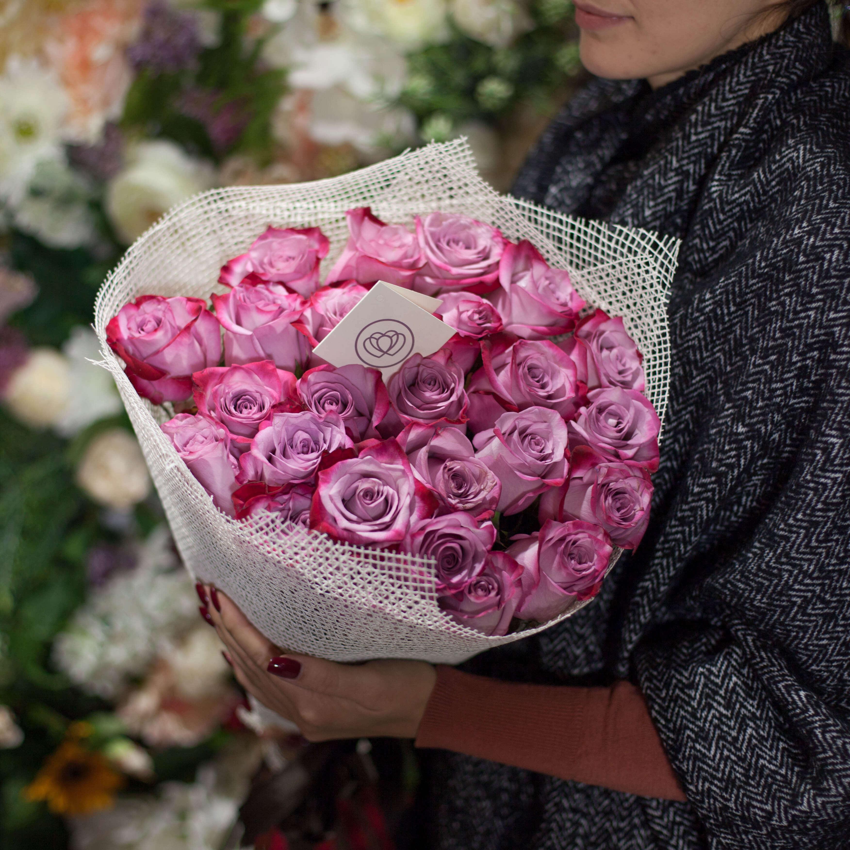 25 сиреневых с фиолетовой каймой роз Deep purple 60 см фото