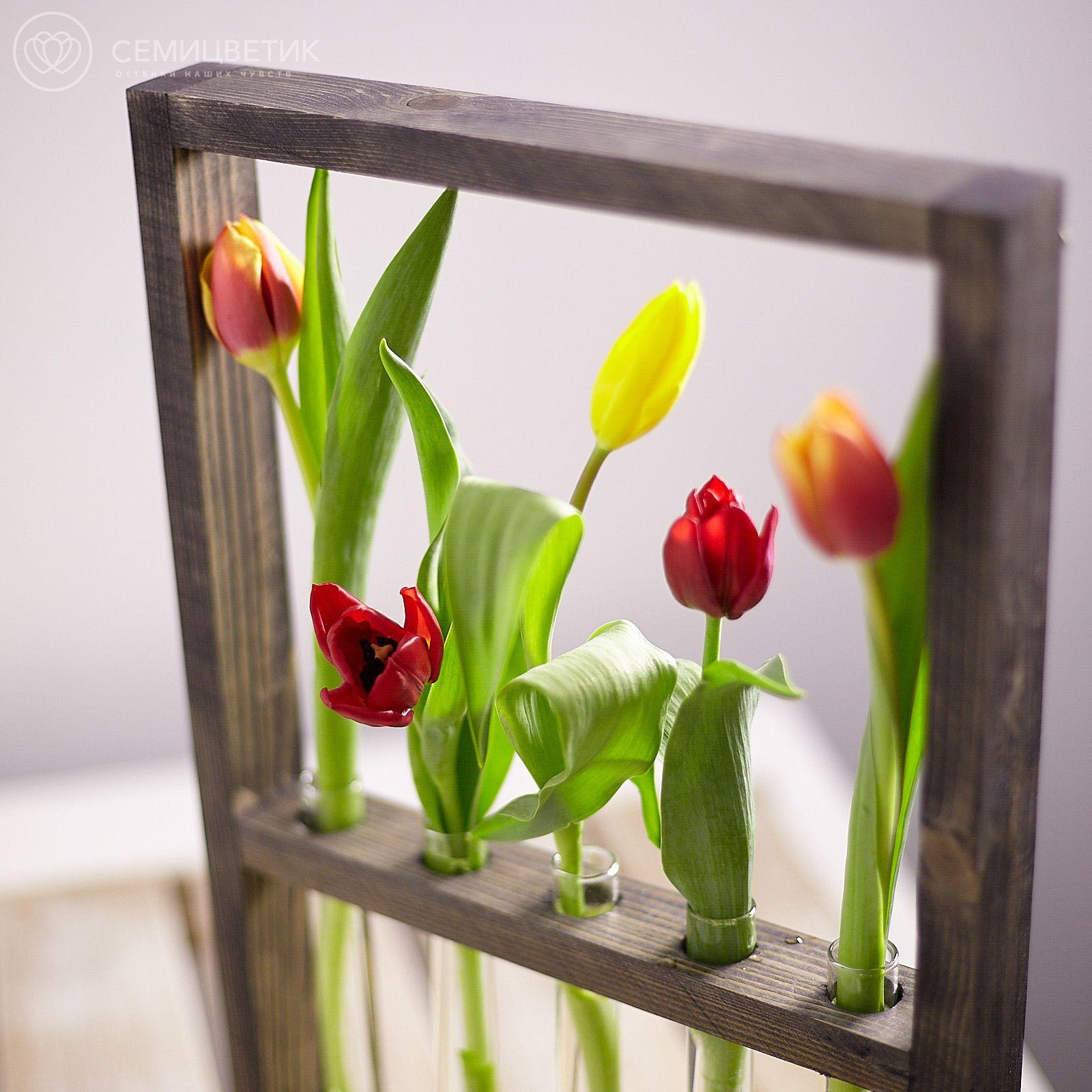 Деревянная рамка с тюльпанами микс фото
