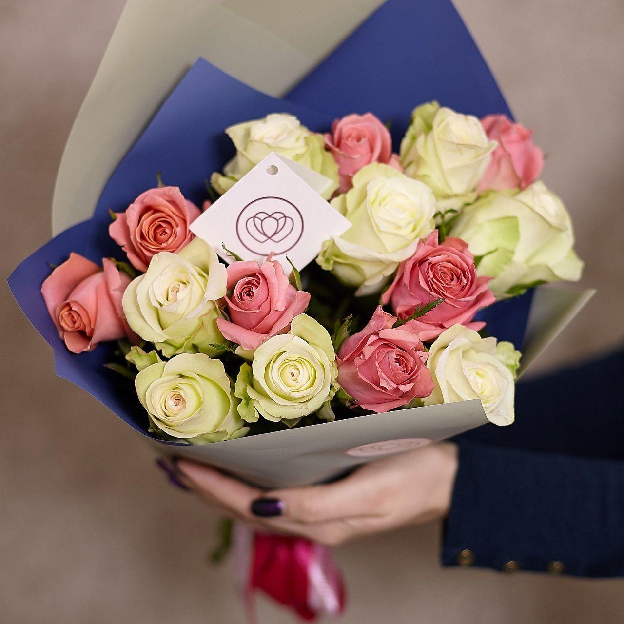 15 белых и розовых роз 40 см Premium фото