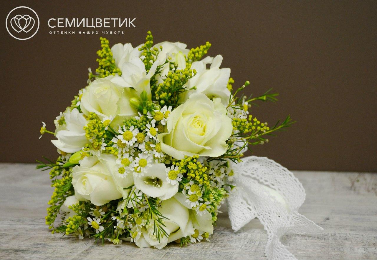 Свадебный букет из фрезии и солидаго фото