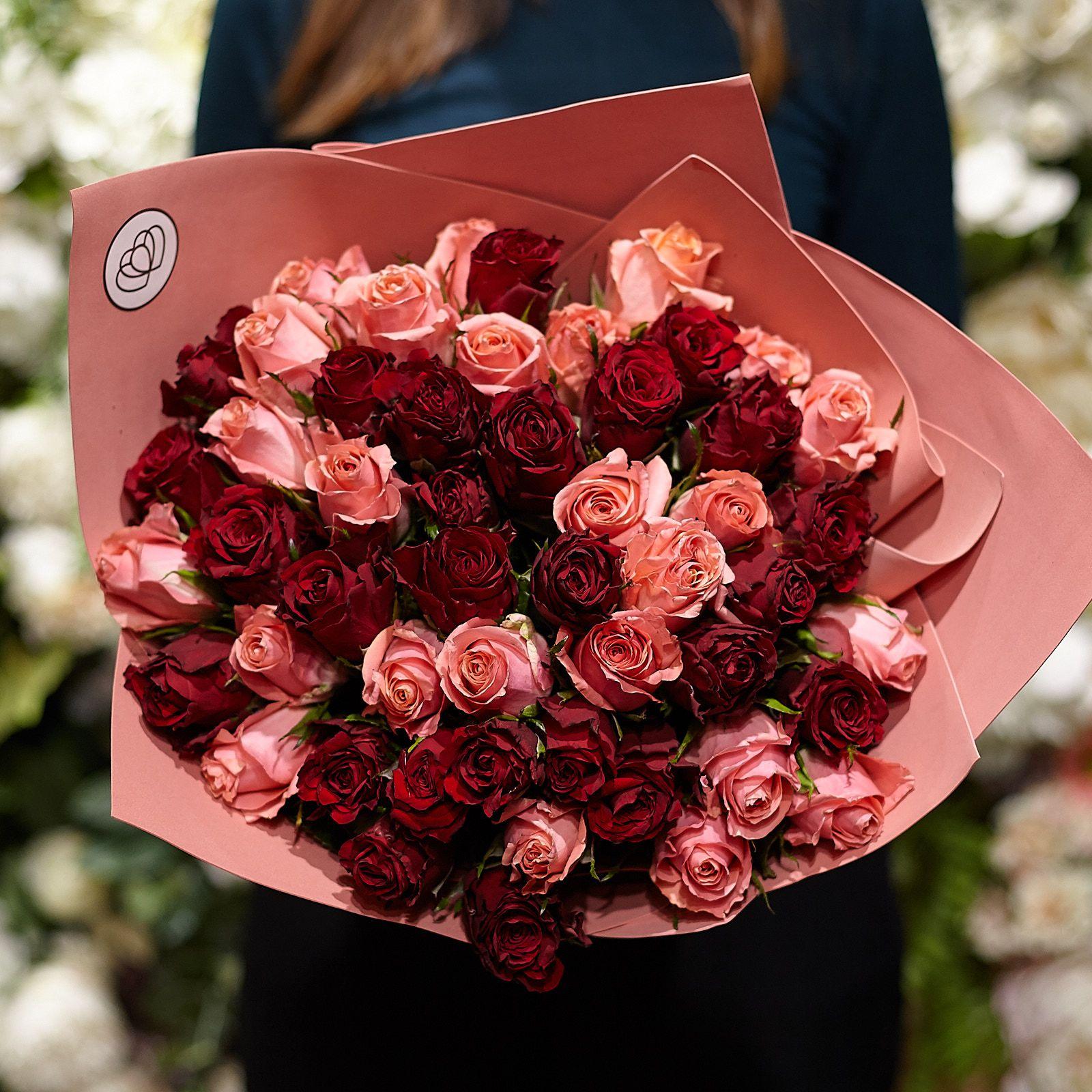 51 красная и розовая роза 40 см Premium фото