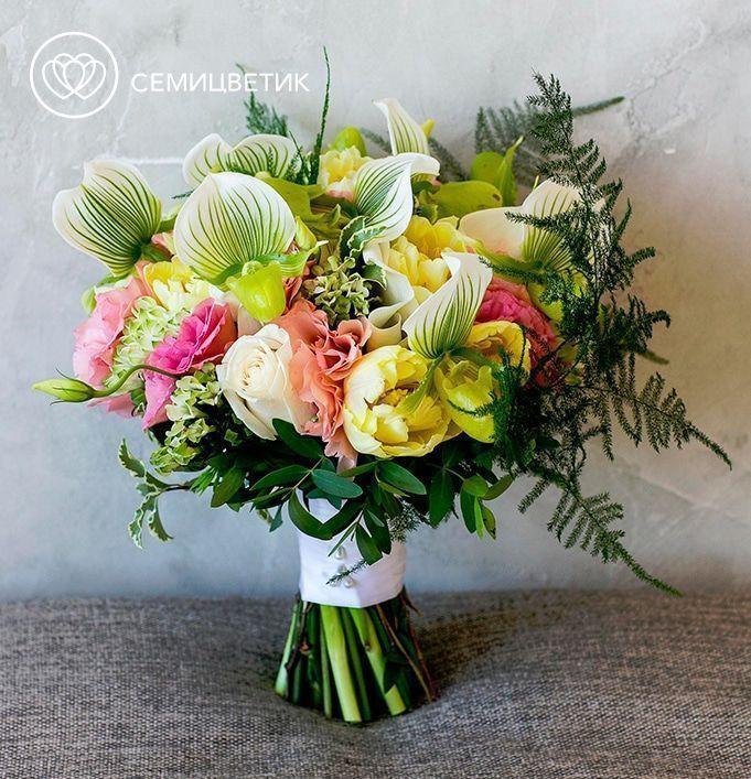 Свадебный букет из орхидеи Венерин башмачок, роз и лизиантуса фото