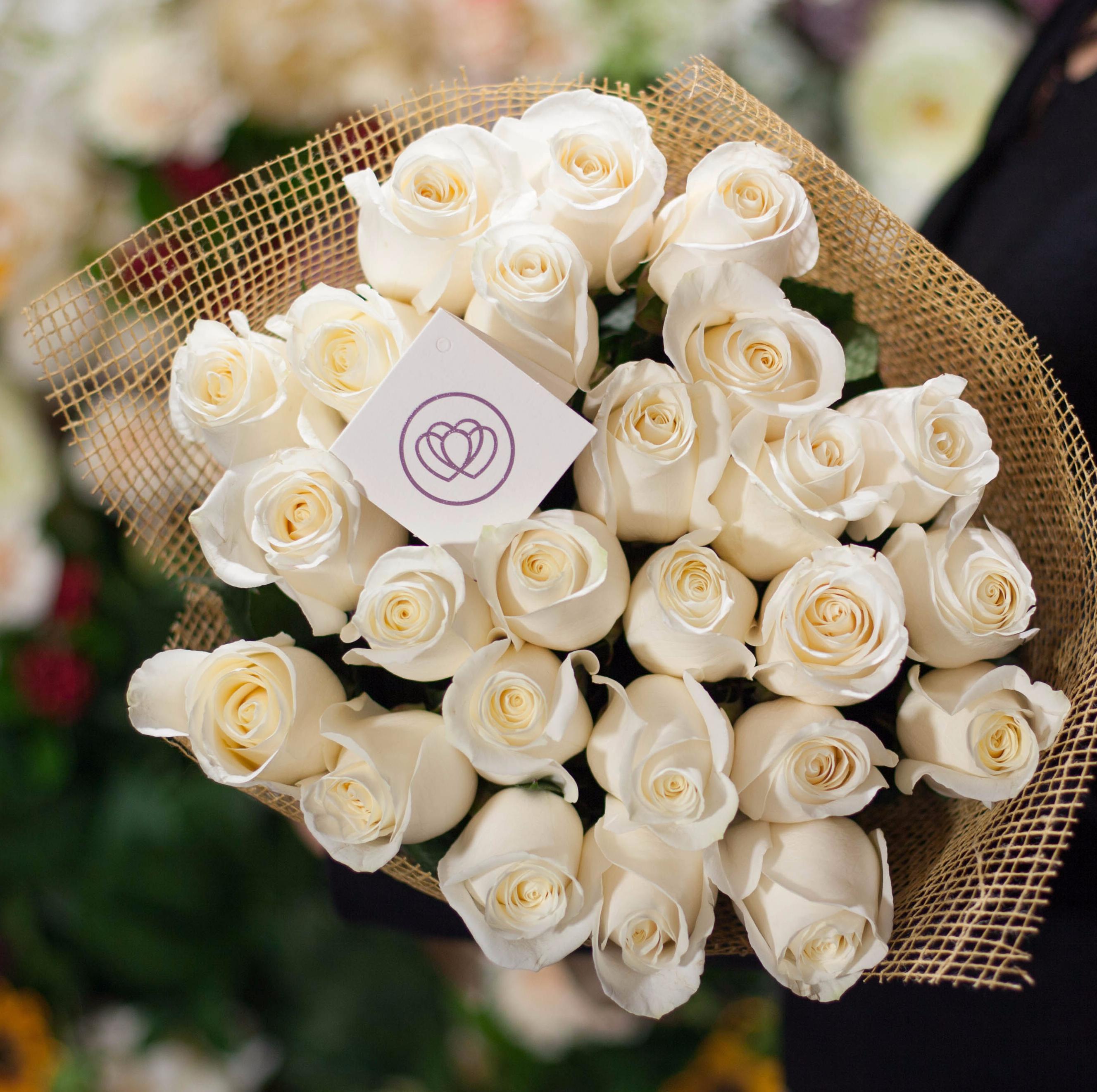 25 белых роз Alba 70 см фото