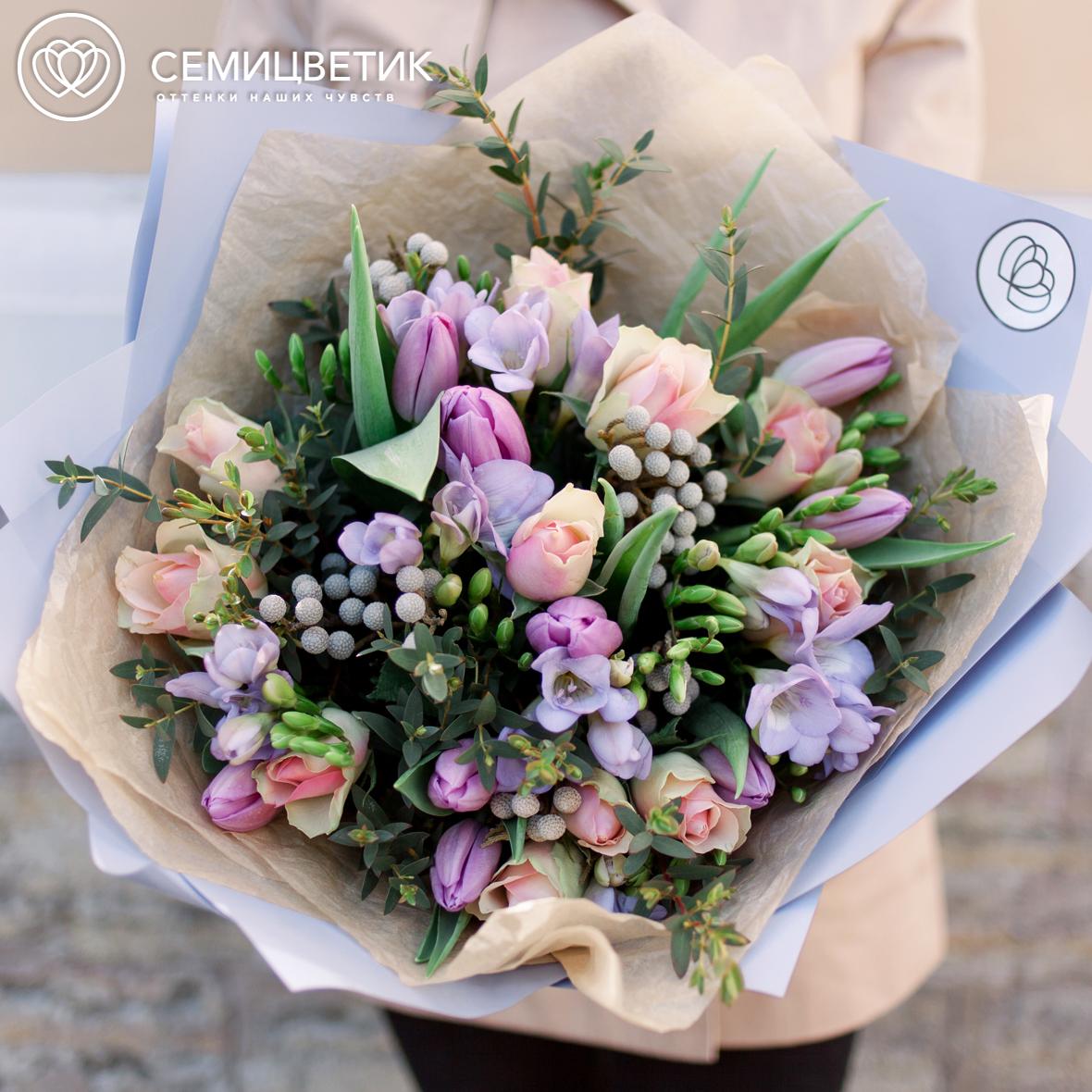 Букет из тюльпанов, розы кенийской и орнитогалума фото