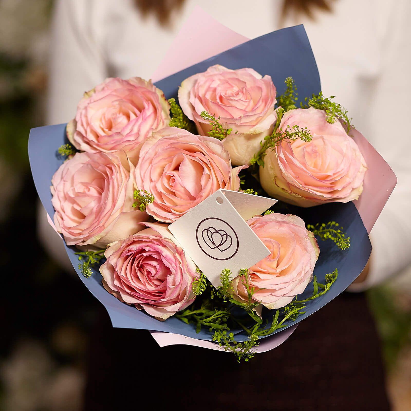 Букет из 7 кенийских роз и Грин Белла фото