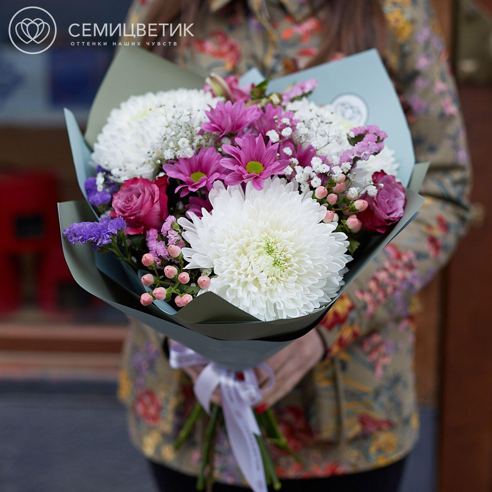 Букет из роз, хризантем и статицы фото
